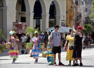 Number of foreign visitors to Cuba rises 17 pct.